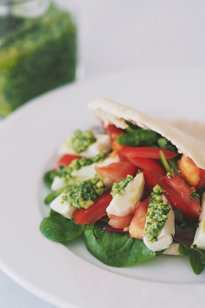 Basilikumpesto, selbstgemachtes Pesto, yummy friday, magnoliaelectric, Rezept mit Pinienkernen, vegetarische Pita